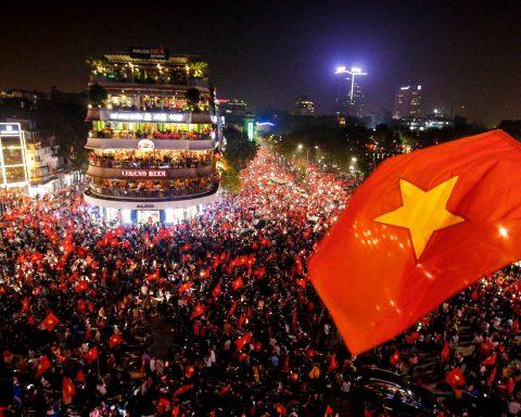 Tinh thần công dân thúc đẩy lòng yêu nước hay chủ nghĩa dân tộc mù quáng?